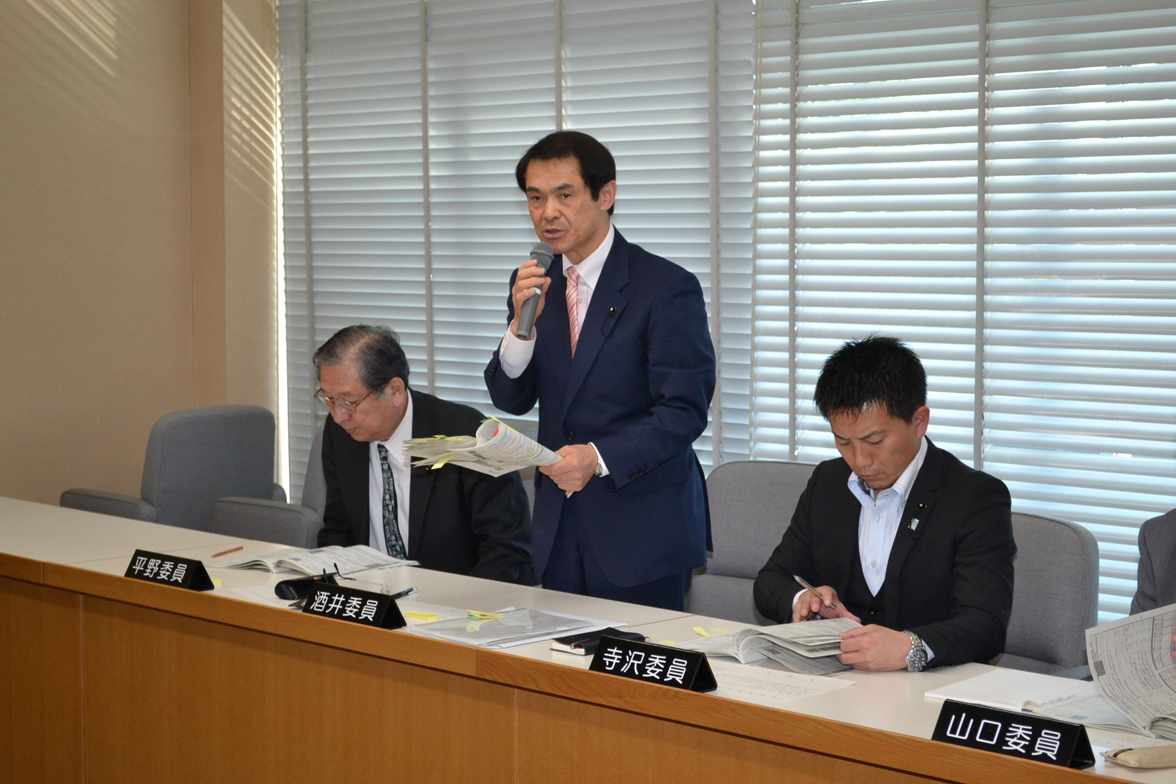 27,10決算委員会:近景